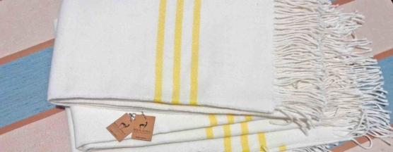 Baby Alpaca throw blanket white-yellow stripe_ V222_AMZN_sd
