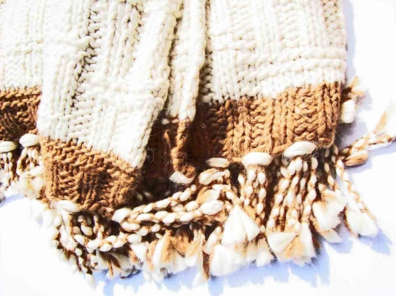Chunky cable-knitted Royal Alpaca throw blankets, 180 x 200 cm, 3.5 kg, Natural Off-white and Coffee colors